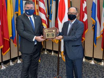 Mayor Honors Retiring Fujitsu CEO