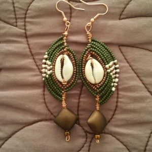 1 Tiered Embellished Cowrie Shells