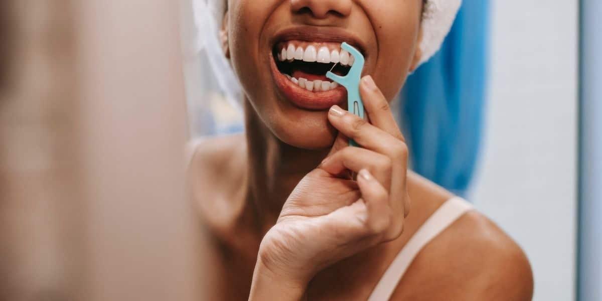 higiene bucodental deficiente afecta salud de las encías