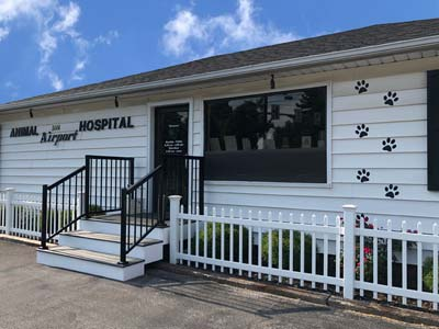 Photo of exterior of Airport Animal Hospital in Toledo