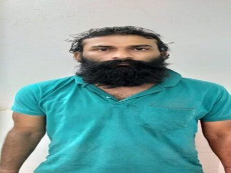 Disguised and living as a fruit seller in Mumbai, Uttar Pradesh's most wanted gangster arrested
