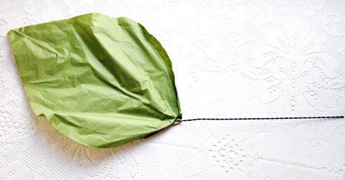 Como hacer una flor gigante de papel paso 8