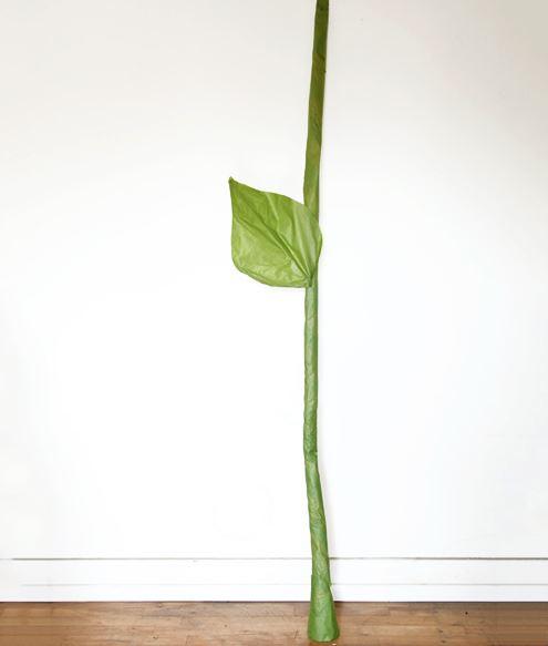Como hacer una flor gigante de papel paso 9