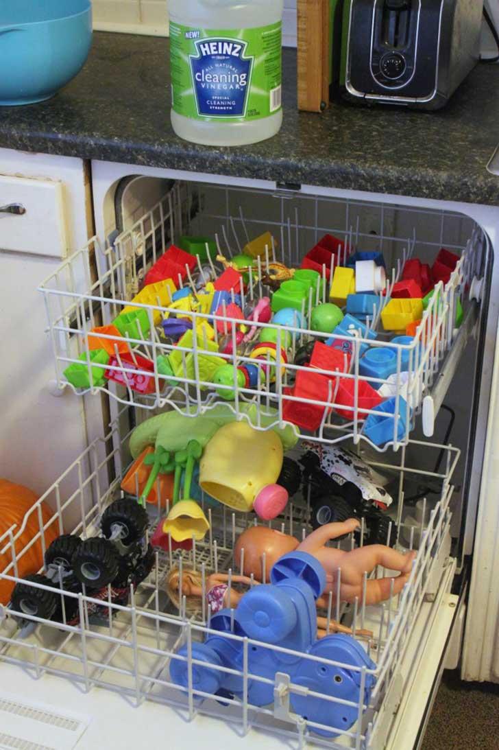 Lava juguetes en el lavavajillas