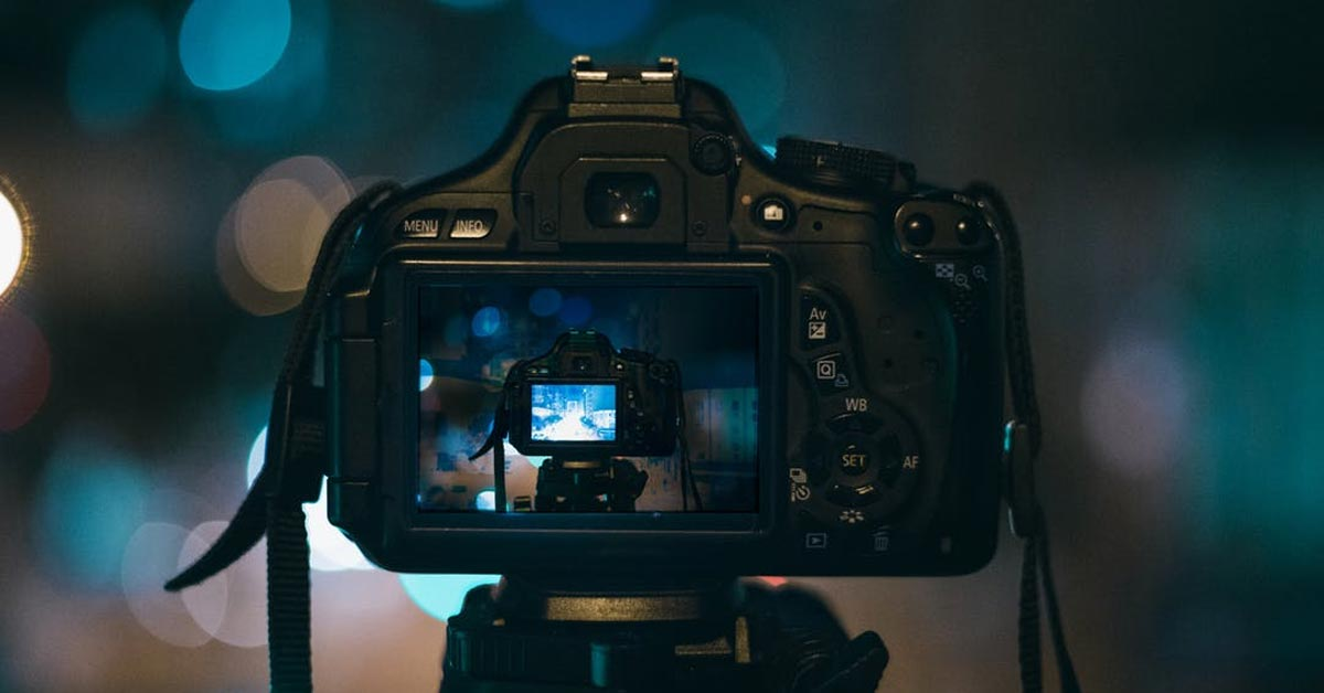 Why I Like to Shoot Raw - If you have a DSLR or Smartphone with advanced features you might have wondered what the RAW format is used for. I will explain some advantages and disadvantages of using the RAW file format for your photography.