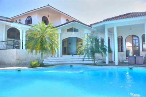 Tropical 6 Bedroom Villa in Gated Community
