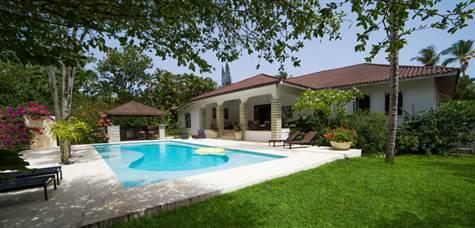 Beautiful Luxury Villa in Gated Community, 3 Bedrooms, 2 Bathrooms