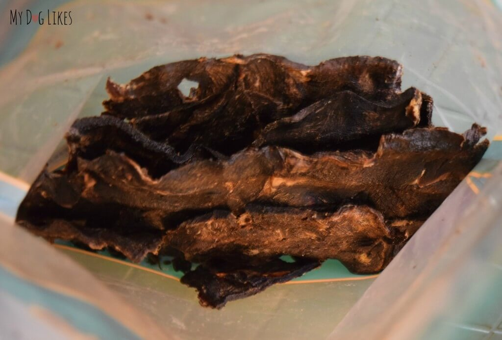 There are a large number of Kangaroo Jerky dog treats in every bag