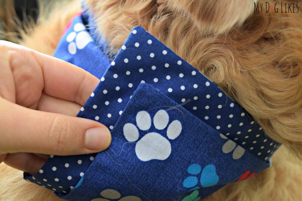 These thick dog bandannas are sewn from 2 fabrics and therefore reversible as well!