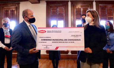 Recibe Alcaldesa cheque del voluntariado CMIC por 530 mil pesos para proyectos sociales