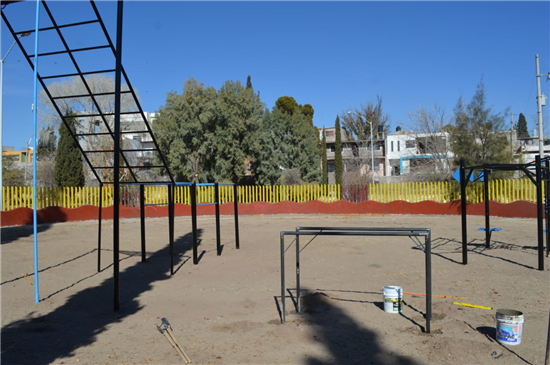 Trabaja Gobierno Municipal en instalación de gimnasio de crossfit al aire libre en parque Hundido