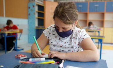"""Vacunarán maestros con """"CanSino"""" en mayo y regresarán a clases en junio"""