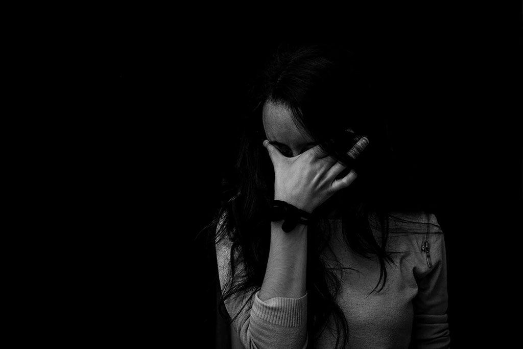 girl suffering from psychotic depression
