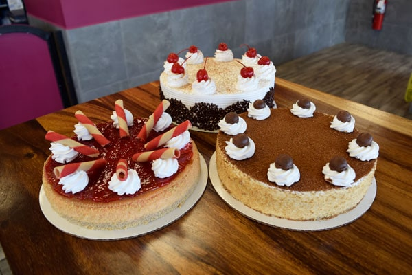 Winchell's Round Cakes