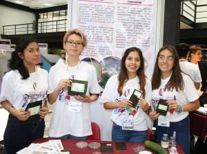 ELABORAN POLITÉCNICAS BIOPLÁSTICO CON CÁSCARA DE PEPINO (1)