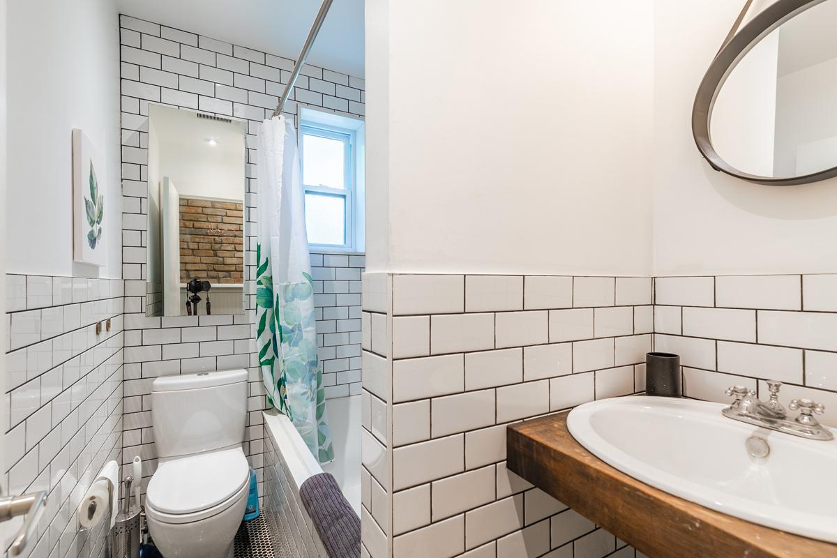 365-dovercourt-rd-Main_Bathroom-1-12