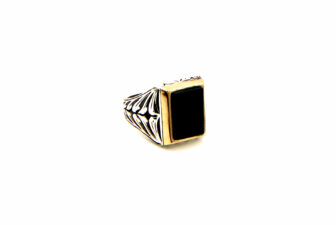 0023-hand-crafted-mens-ring