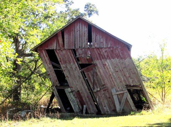 leaning-barn-on-hwy-19