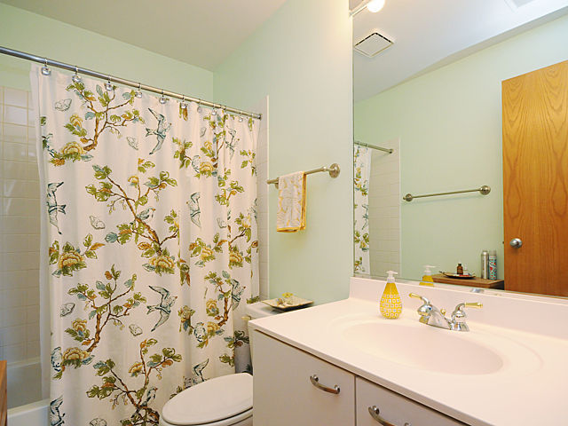 bathroom 2 (photo7-12)