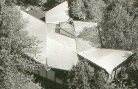 Hyperbolic-paraboloid roof