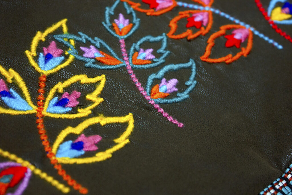 vintage style tote embroidery detail