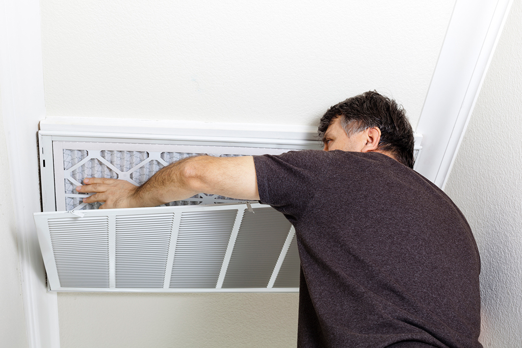 Keeping-Your-AC-Running-Smoothly-with-a-Trusted-Minneapolis,-MN-Air-Conditioning-Service-Provider