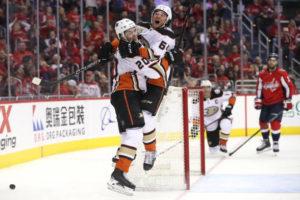 Ducks score five unanswered in final 26:29 to end Capitals' win streak