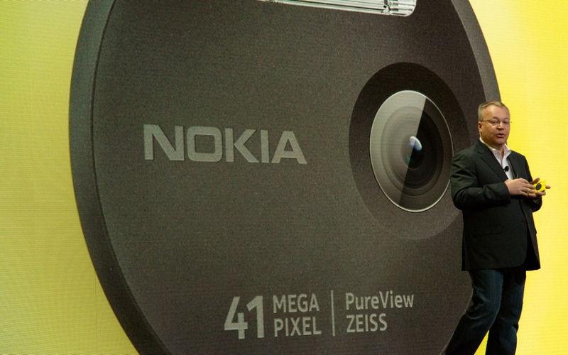 Nokia finally makes the Lumia 1020 official