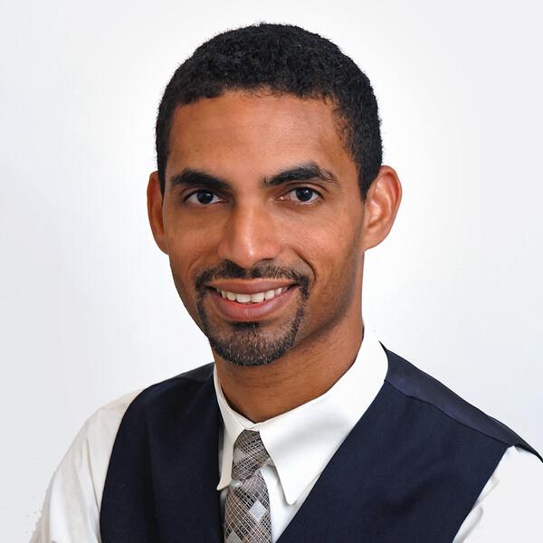 Dr. Nilton D Medina