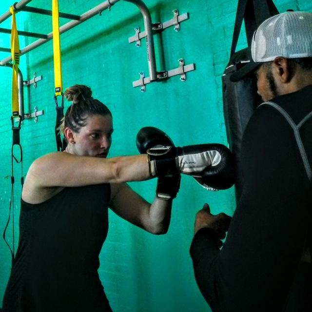 Zachary Thomas training boxing client