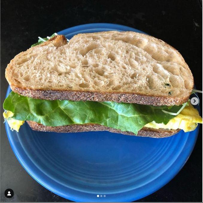 omelet-style-breakfast-sandwich