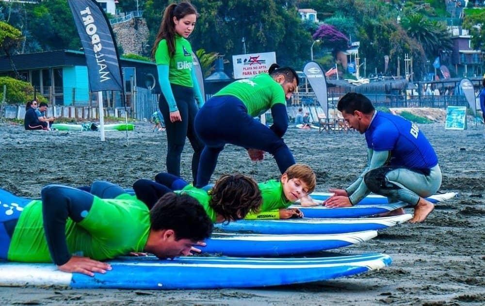clase de surf grupos playa la boca concon academia deportiva freesport