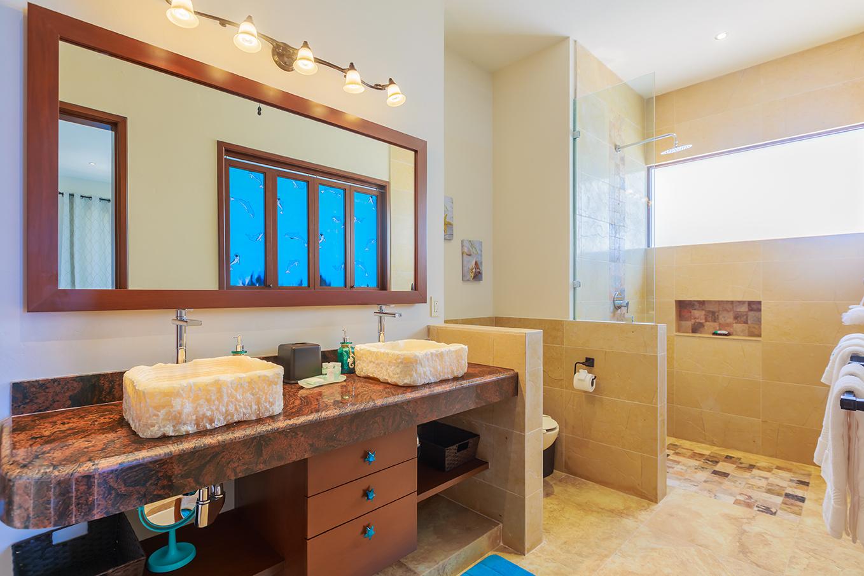 Dolphin Room En-Suite Bath