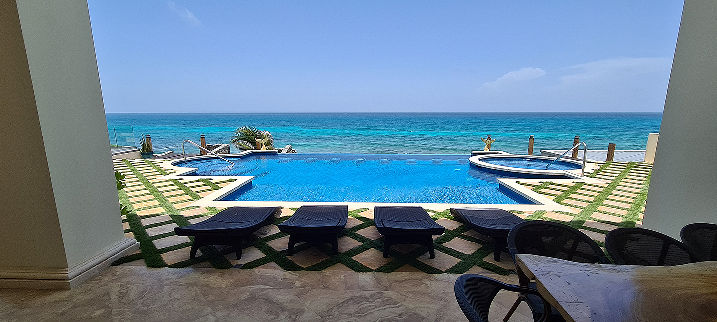 Infinity pool to the Caribbean!
