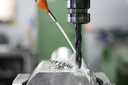 metal-alloys-CNC-machine-3