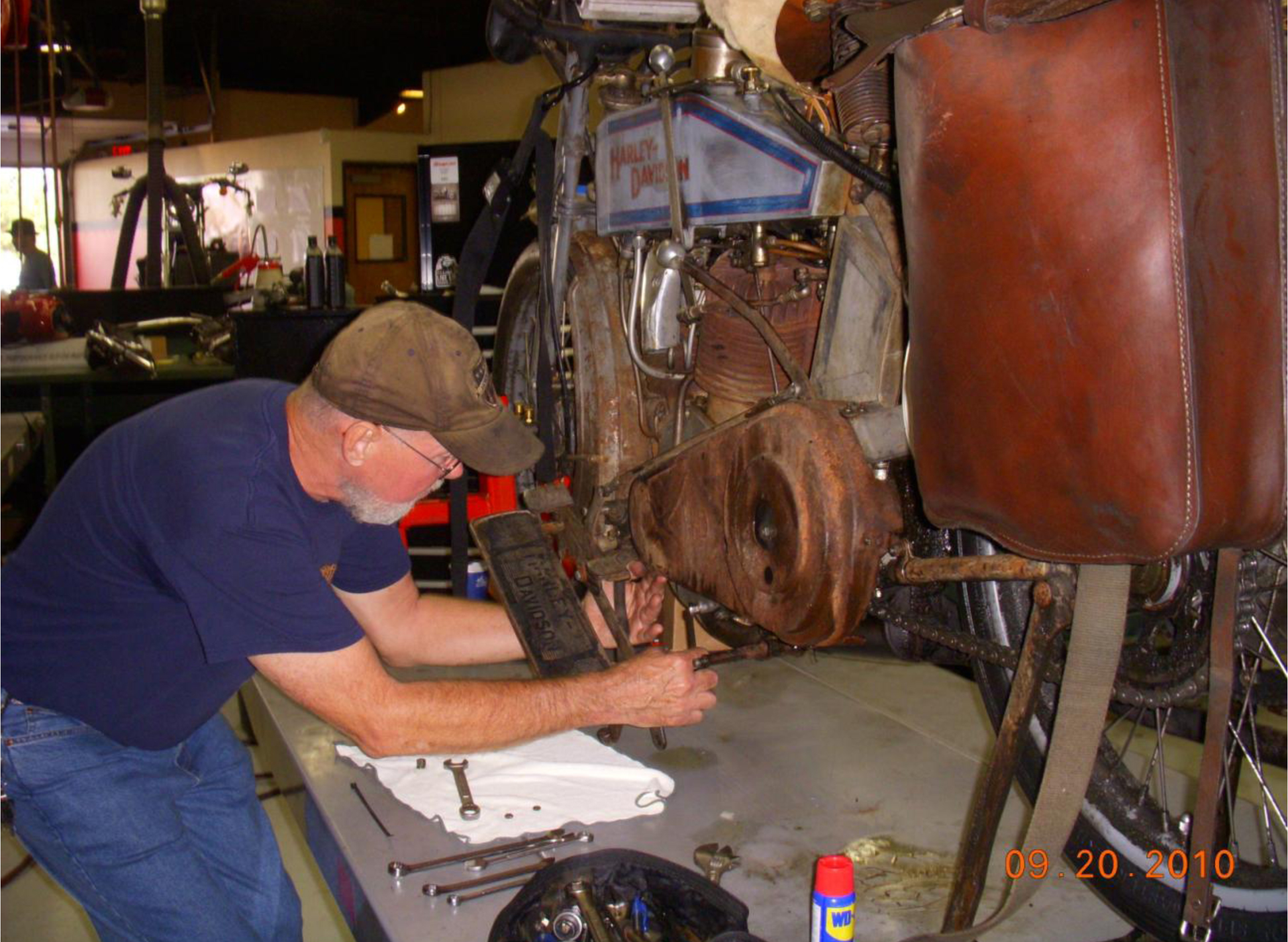Pigpen wrenches on Buzz Kantor's 1915 Harley during the 2010 Motorcycle Cannonball.
