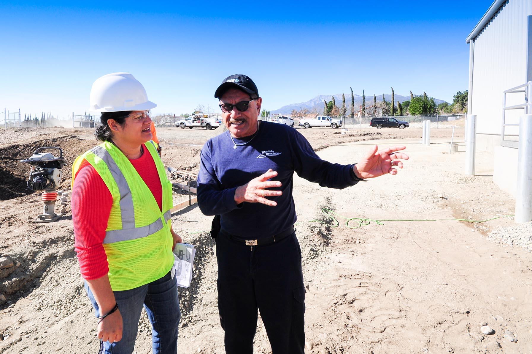 2 workers talking