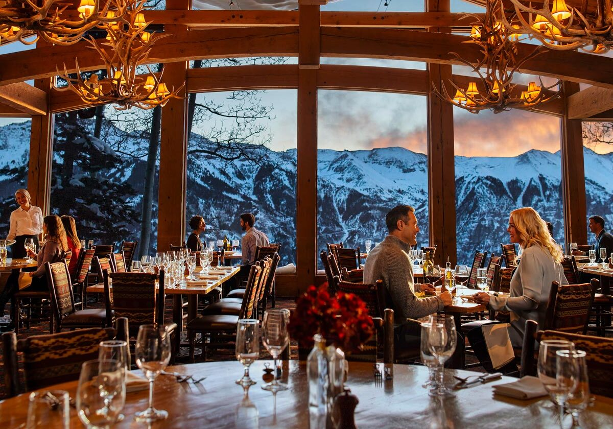 Allred's Restaurant with View and Guests