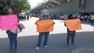 manifestación afuera del aeropuerto de méxico