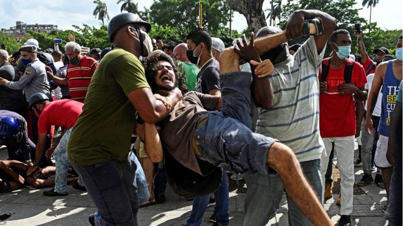 Las fotos de la inusual manifestación contra el gobierno en Cuba