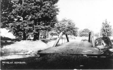 Bridge across Issaquah Creek