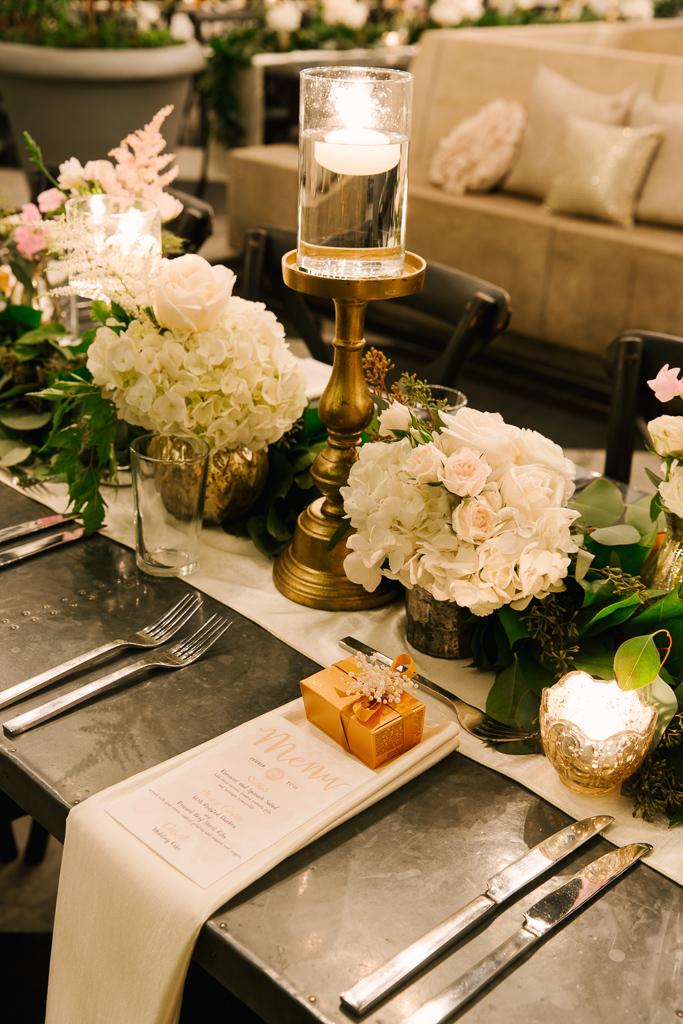 la-vie-en-rose-tampa-bay-florida-wedding-gorgeous-wedding-reception-flowers-peonies-garden-roses-white-ivory-blush-centerpiece-elegant-Oxford-Exchange