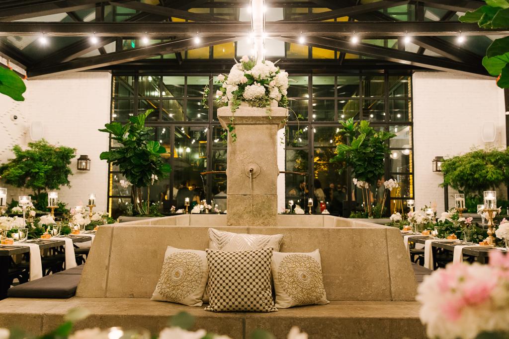 La-vie-en-rose-tampa-florida-wedding-gorgeous-reception-fountain-white-ivory-blush-hydrangea-peony-garden-flower-elegant-oxford-exchange