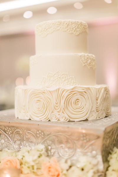 La-vie-en-rose-miami-florida-wedding-gorgeous-reception-cake-white-ivory-blush-peony-garden-flower-elegant-ritz-carlton-south-beach