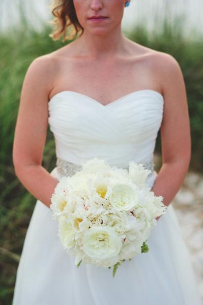 La-vie-en-rose-clearwater-beach-florida-wedding-gorgeous-bride-bouquet-ceremony-white-ivory-peony-garden-tulip-flower-elegant-sandpearl