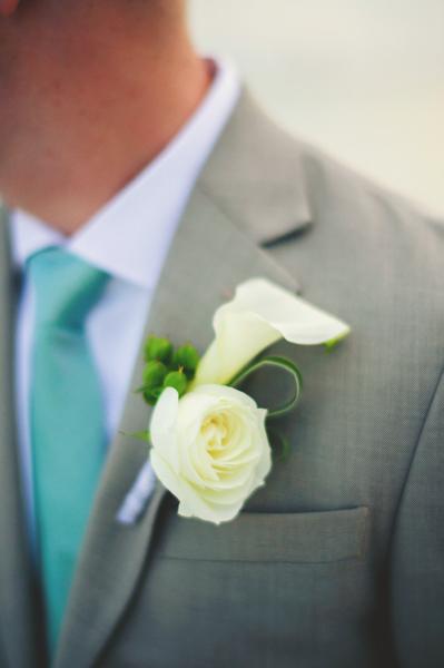 La-vie-en-rose-clearwater-beach-florida-wedding-boutonniere-ceremony-white-ivory-calla-flower-elegant-sandpearl