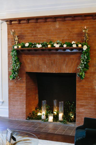 La-vie-en-rose-tampa-florida-wedding-green-garland-fireplace-elegant-orlo
