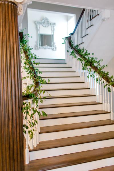 La-vie-en-rose-tampa-florida-wedding-green-garland-staircase-elegant-orlo