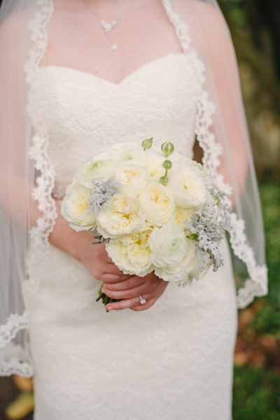 La-vie-en-rose-tampa-florida-wedding-white-garden-flower-bouquet-elegant-oxford-exchange