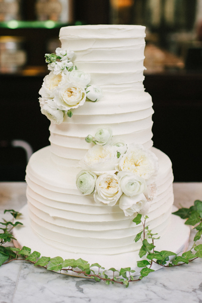 La-vie-en-rose-tampa-florida-wedding-cake-white-garden-flower-elegant-oxford-exchange